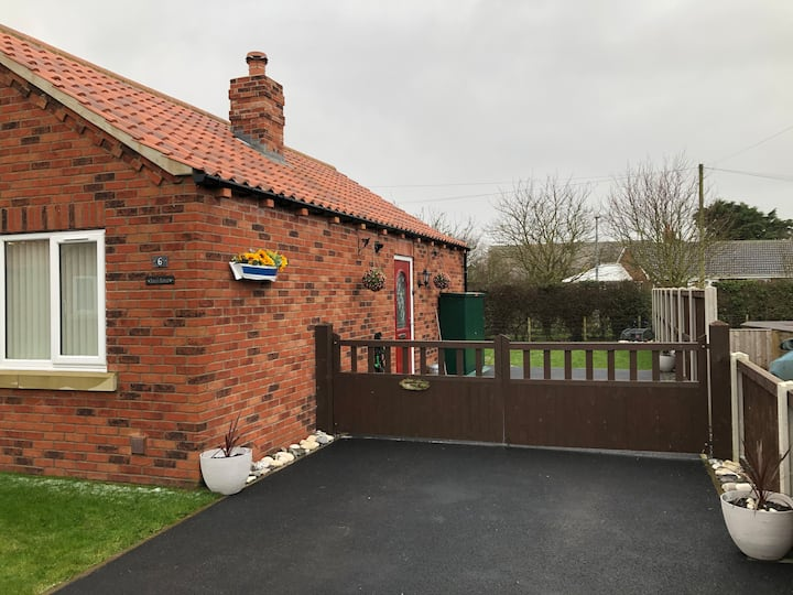 Beautiful detached bungalow 400m from the Beach