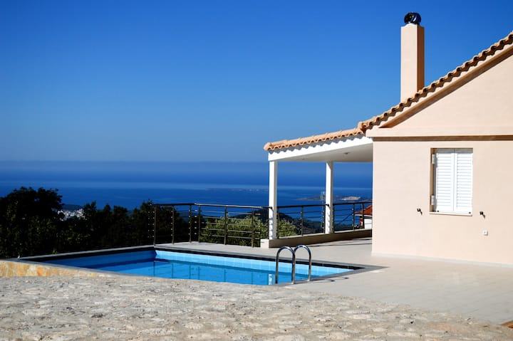 Mountain / Sea View Villa. Private Pool. Sleeps 4