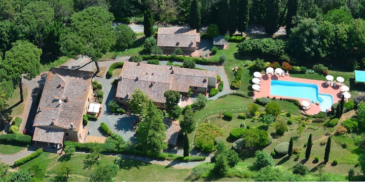 Rural Tuscany   Child-friendly resort with pool