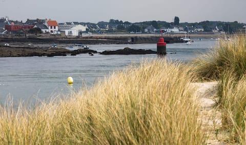 Villa avec spa extérieur de plein pied et vue mer