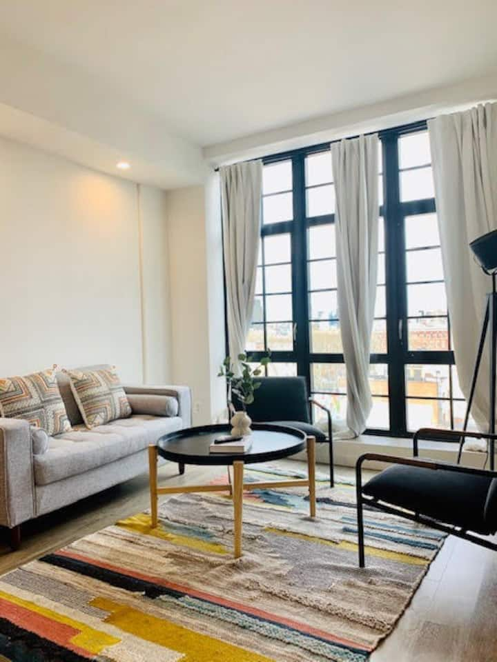 Bright 1 bedroom apartment in Little Italy