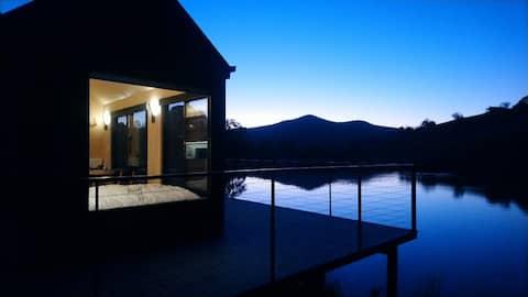 Stunning Water Cabin at Goughs Bay