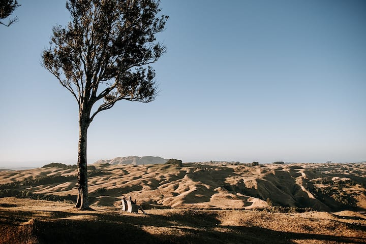 Te Aratipi: Remote.  Panoramic views.  Off-grid.