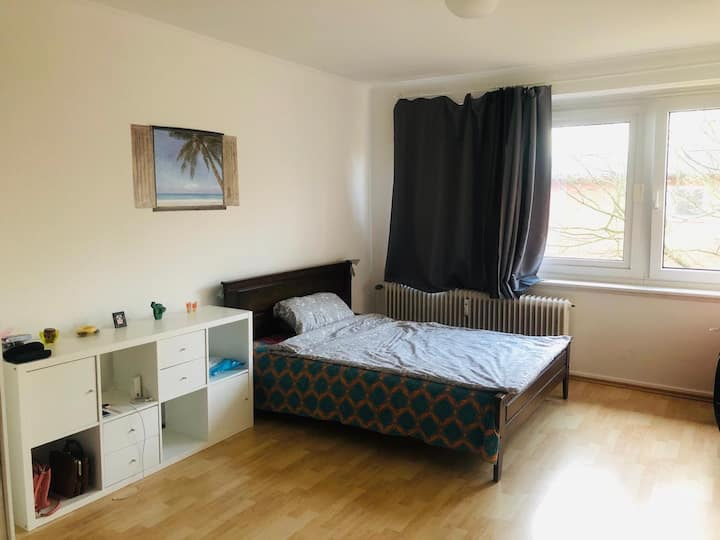 Apartment (2 rooms) furnished near the airport