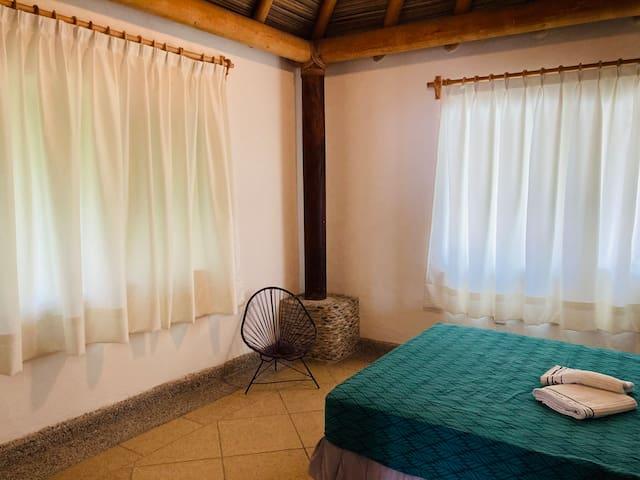 Habitación #2 con baño compartido. Planta Alta