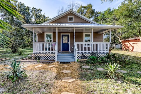 Charming Downtown High Springs Cottage