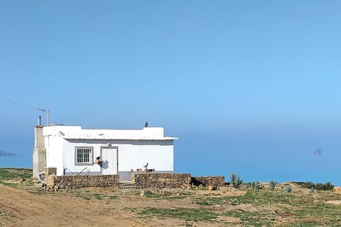 Bungalow  entre ciel, mer et montagne.