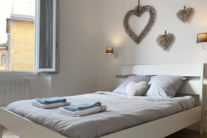Bel appartement vue mer Grasse centre historique