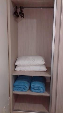 Travesseiros e cobertores macios e higienizados