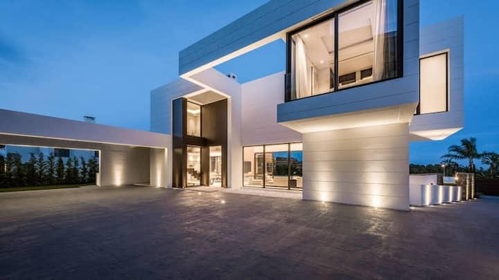 Modern Luxury Retreat