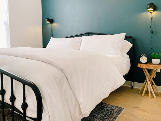 Bedroom with king size Casper mattress and cotton linens.
