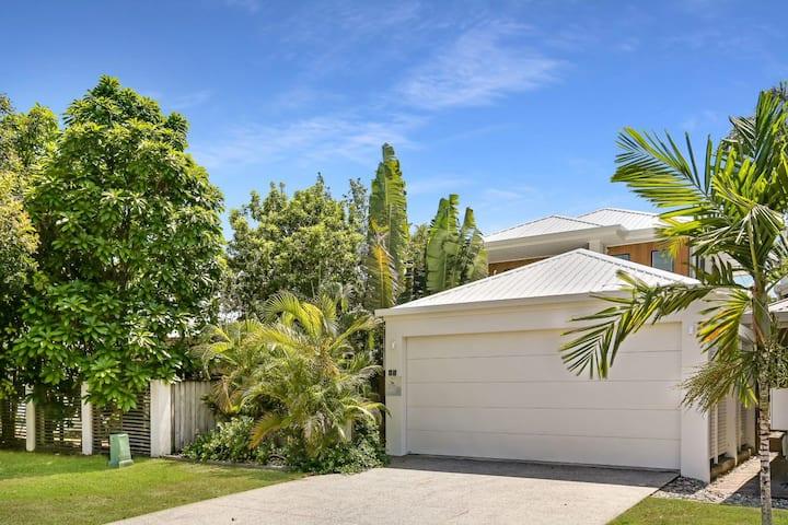 Carinya - Private Palm Cove Couples Retreat
