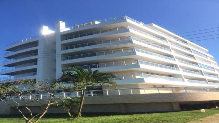 Apartamento pé na areia, vista para o Mar e Serra.