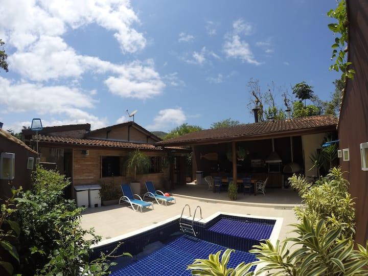 Casa Camburi - Confortável, Segura e Isolada ✨