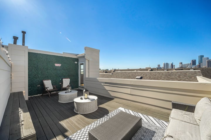 EaDo Heights ⭐️ | Rooftop | Pool Tbl | 2 Car Garage