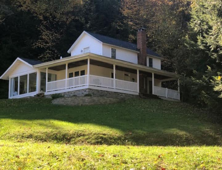 1800s Hocking Hills Restored Farmhouse