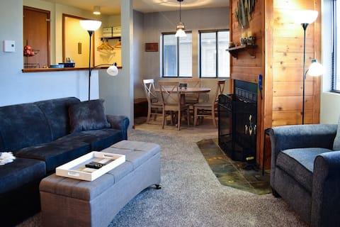 Cozy & Modern Hidden Valley Resort Condo