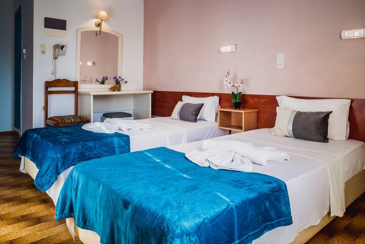 Hotel Cloud 9 2 x single bed rooms