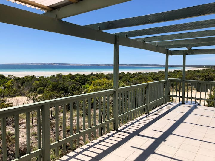 ABSOLUTE BEACH FRONT - STUNNING PANORAMIC VIEWS