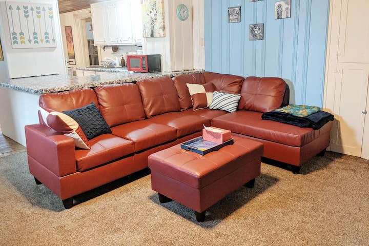 """❑ Complete stays for great guests. 50""""TV, Pets Ok!"""