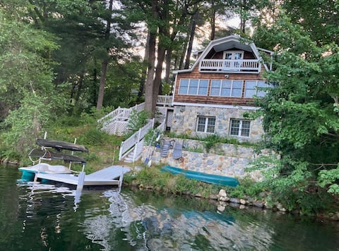 Romantic Cottage on Collins Pond in Windham