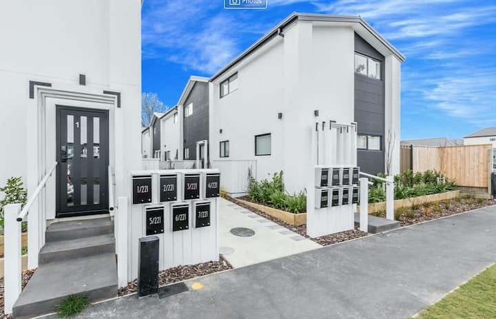 Brand-new Inner-city Apartment!