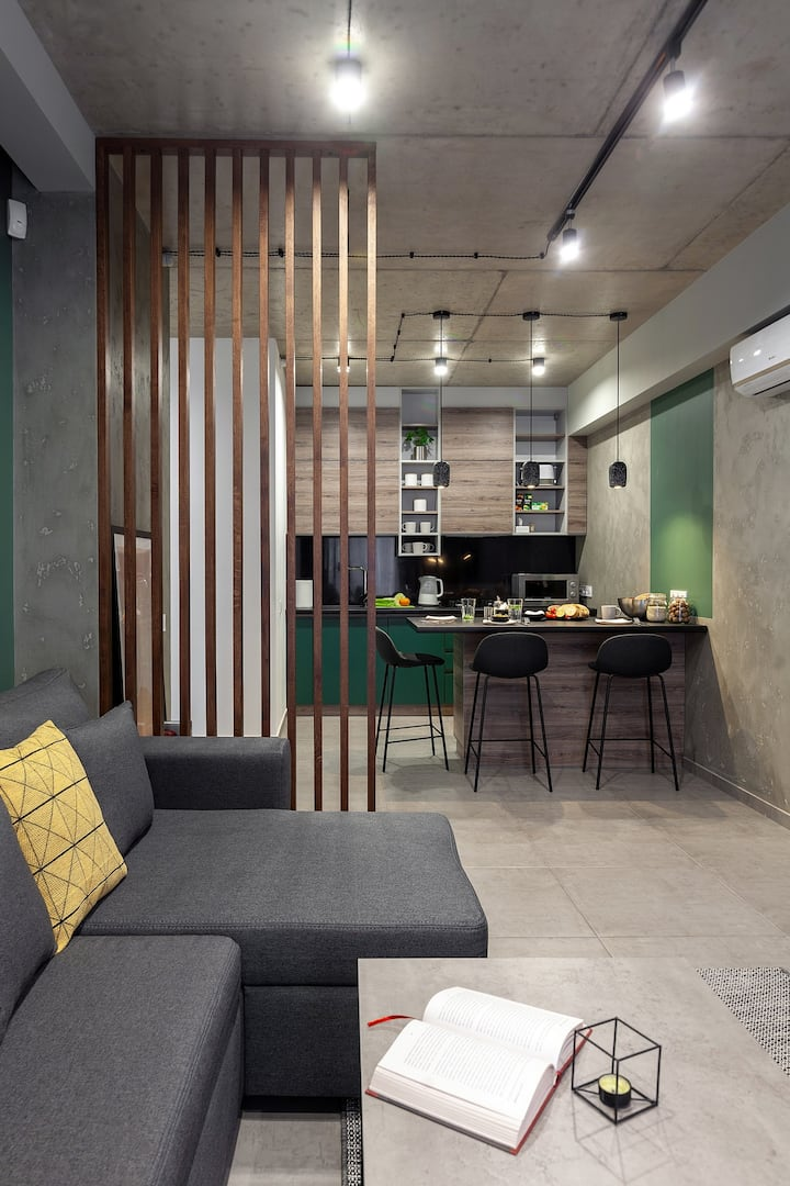 """AlexApart"" Loft design studio, city center."