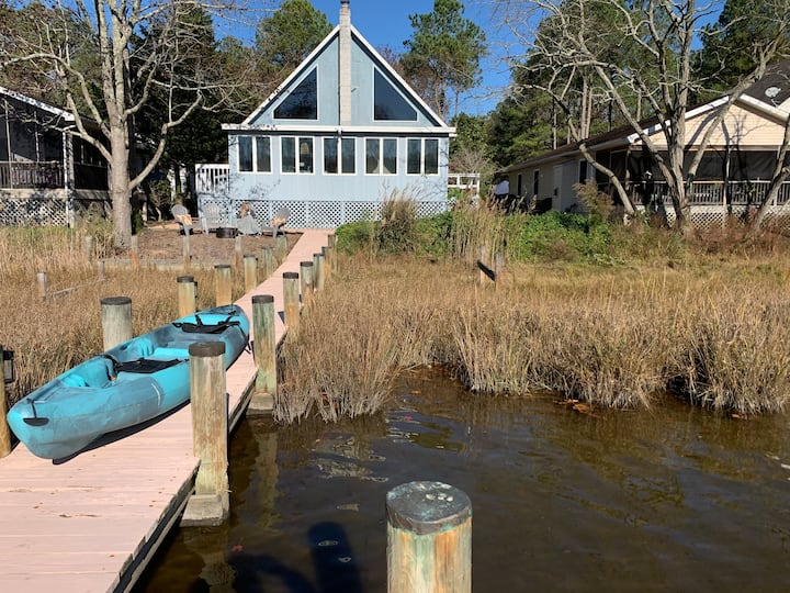 Charming Waterfront Cottage w/2 King Suites + Dock