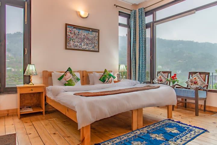 Kasauli's Bottom 2 bedrooms woodenApt/3rd floor/