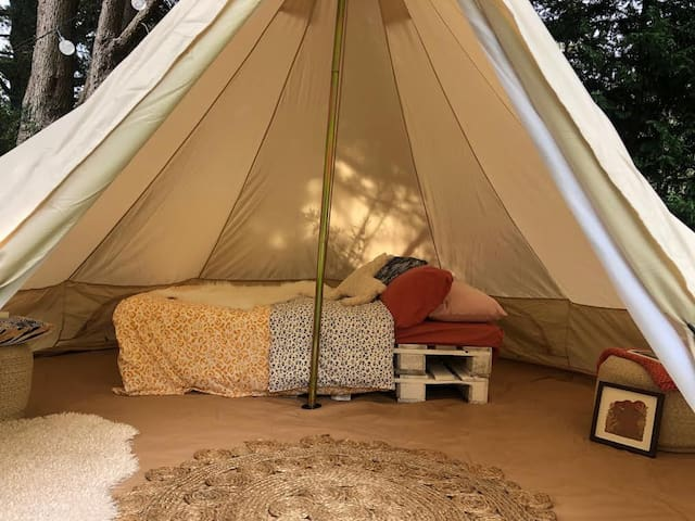Comfy Teepee tent in garden 500m to Leura station