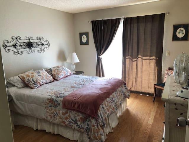 Bedroom Queen bed.