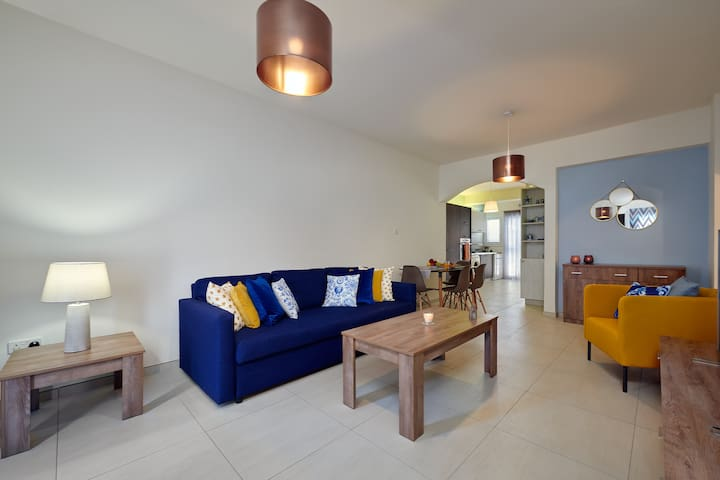 Spacious / Central 3 bedroom refurbished apartment