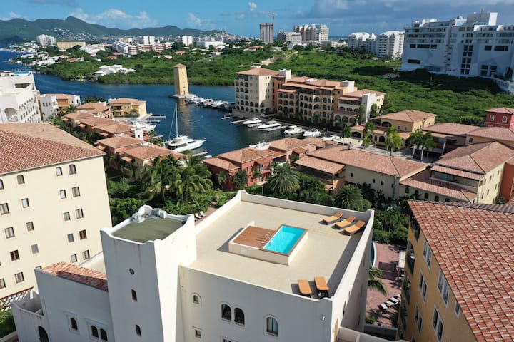 Comfortable condo with private rooftop plunge pool
