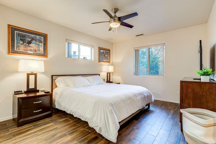 Large master room with plush king size bed with duvet comforter and 4 ultra soft gel pillows