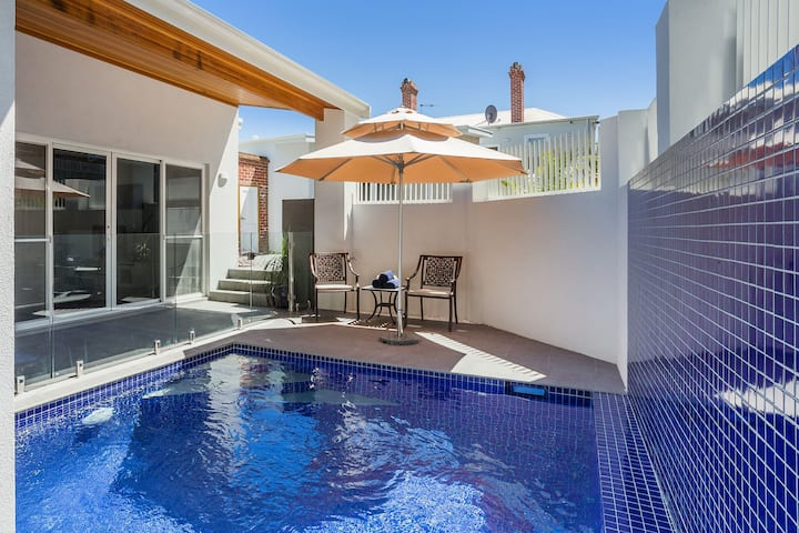 LUXURY VILLA WITH HEATED POOL IN FREMANTLE