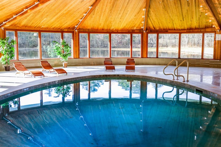 Private Indoor Pool-Hot Tub-Fishing Ponds-33 Acres