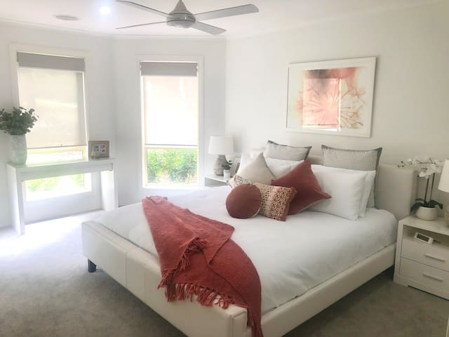 Master Bedroom - King bed with ensuite & WIR