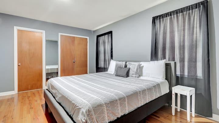 Trendy Home @Casino | Walk to Oaklawn |Nat'l Park