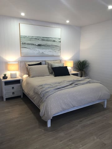 Comfortable and peaceful  QS Bed and luxurious linen.