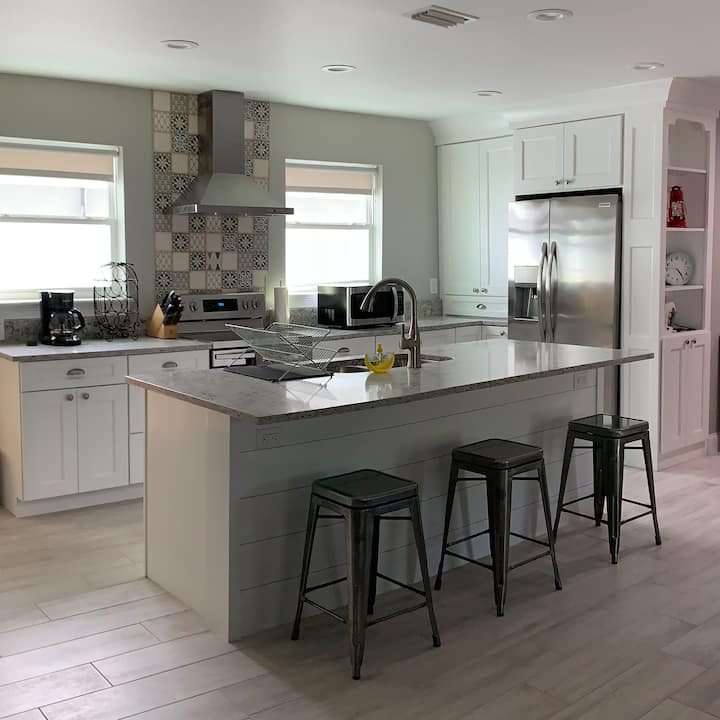 Freshly Renovated Close to Beach and Mayo Clinic