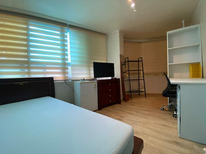 #7 Private room with shared bathroom in Sinchon