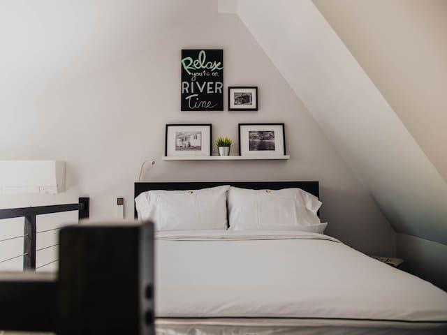 Super luxurious Queen bed
