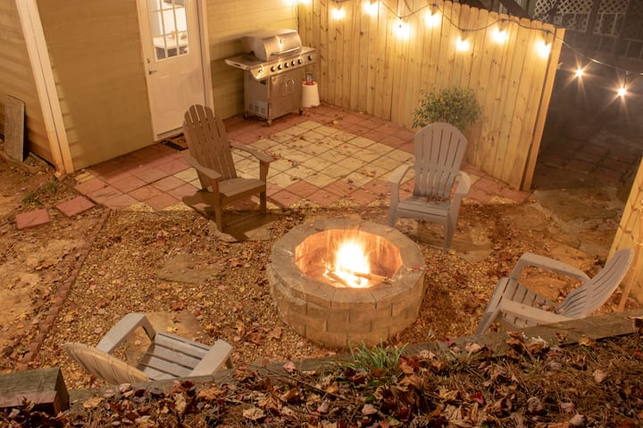 Private basement w/firepit ideal for longer stays