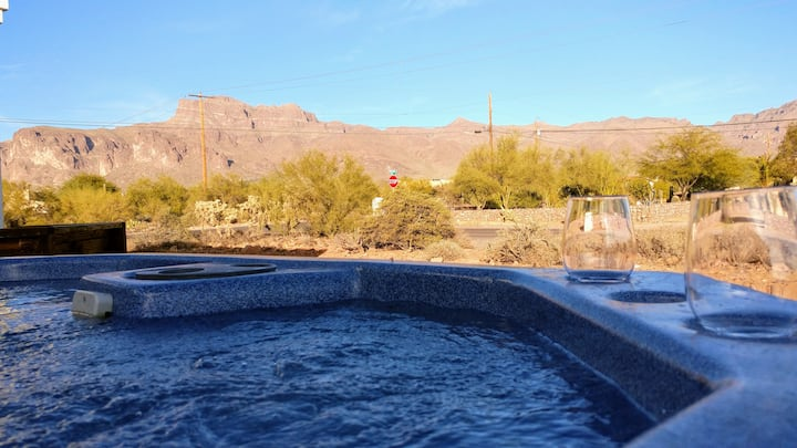 Home near Gold Canyon Sleeps 14- Hot Tub & Games