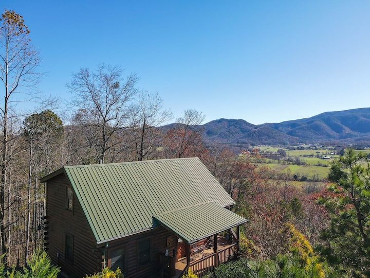 Gorgeous ⛰  View. Hot Tub. Privacy. Fireplace. Pool & Fishing Access!