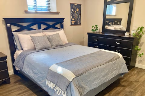 Cozy Guest Suite- Minutes to Downtown, Kitchenette