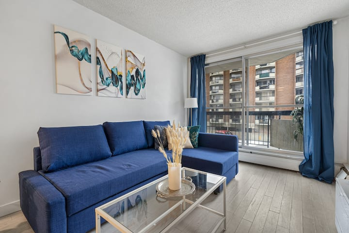 Modern DT Beltline 1bdrm w/ Pool, Gym, Parking