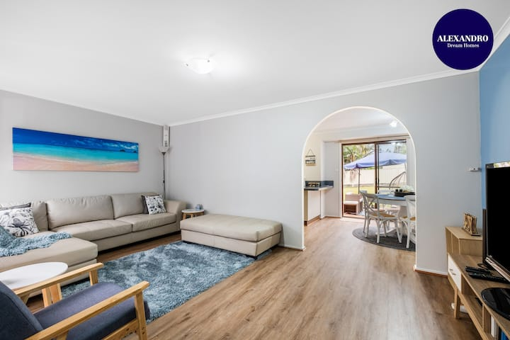 RELAXED HOLIDAY HOME // 7 MIN DRIVE TO HYAMS BEACH
