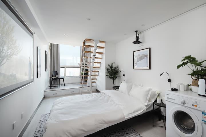 【迷墙】现代简洁loft公寓/市中心新街口巨幕投影/俯瞰金陵夜景