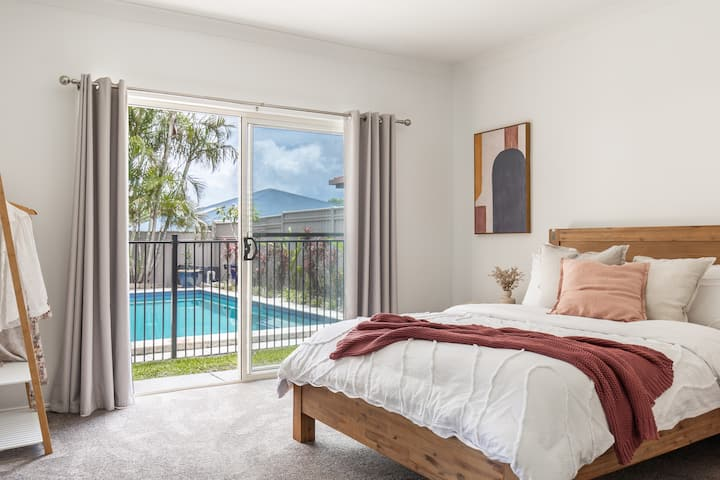 Pottsville Palms house with Pool 4BR & Spa